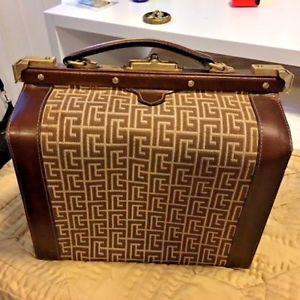 valise case