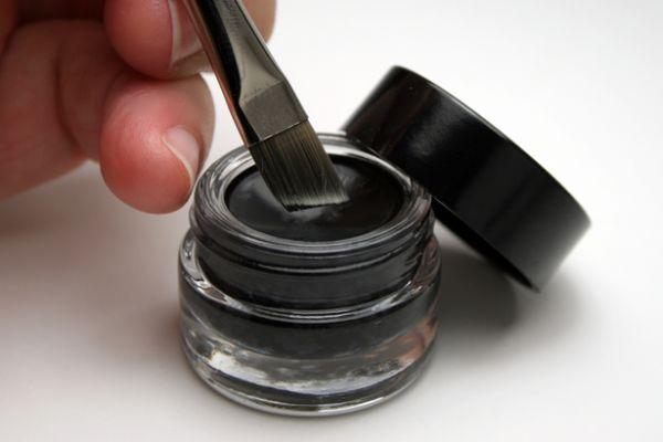 eye liner pot