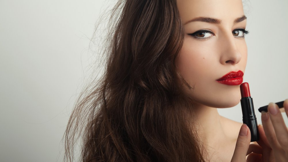 maquillage rouge a levre rouge